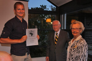 Nyt medlem Allan Parbst modtager medlemsbevis