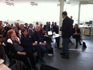 Mandag d. 23. marts 2015 var Afrikaselskabet på virksomhedsbesøg hos Baresso Coffee, hvor virksomhedens stifter, Kenneth Luciani, fortalte om virksomhedens historie og visioner.