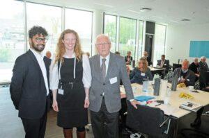 D. 7. maj besøgte Afrikaselskabet DI i Industriens hus. Her ses Pæsident Erik Nørgaard sammen med Tue Robi Jensen og Marie Gad fra DI. Foto: Hasse Ferrold