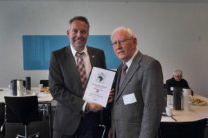 Jens Agerskov repræsenterede Scan-Group, der modtog et diplom i forbindelse med at gruppen har meldt sig ind i Afirkaselskabet, som selskabets første Corporate Member. Foto: Anders Nielsen
