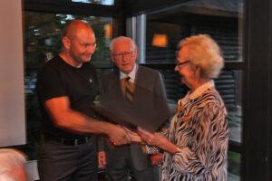 Bent Jørgensen modtager medlemsbevis (Foto: Anders Nielsen)