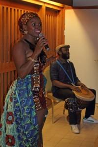 Yasmin Singer kom ind fra Mozambique med skønt sange hilsener fra Afrika.